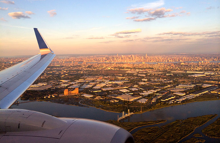 Flying_Past_Manhattan_into_Newark-770