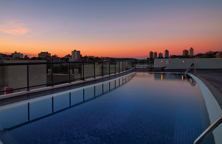 Vibe Hotel Ruschutters rooftop pool