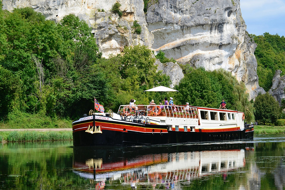 Barge Luciole cruising on Canal du Nivernais, Burgundy, France. Courtesy: Barge Luciole