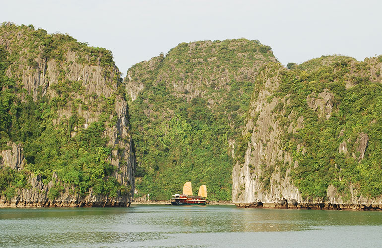 How to Choose the Right Boat for Halong Bay, Vietnam