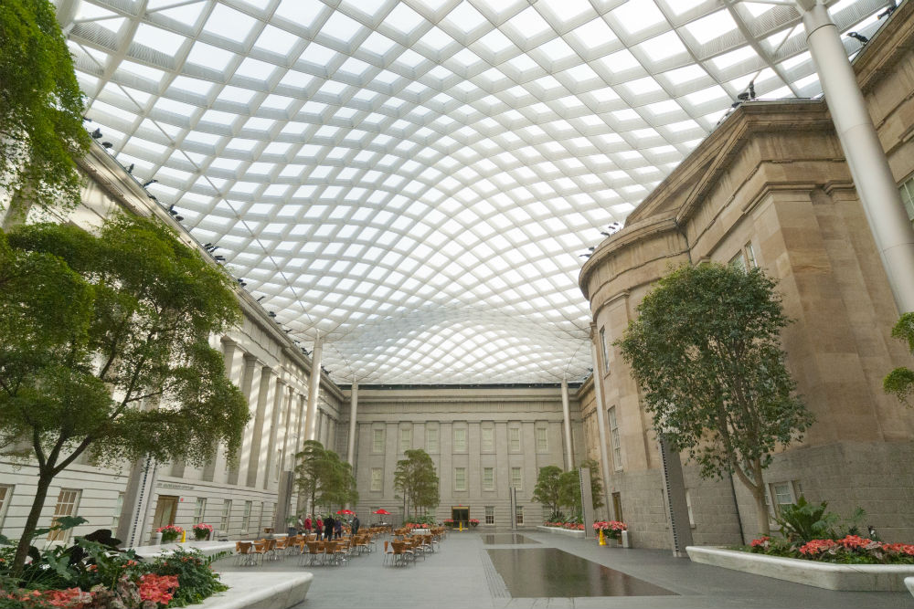 Kogod Courtyard. By Zack Frank, Smithsonian American Art Museum (Smithsonian American Art Museum) [CC-BY-SA-3.0 (http://creativecommons.org/licenses/by-sa/3.0)], via Wikimedia Commons