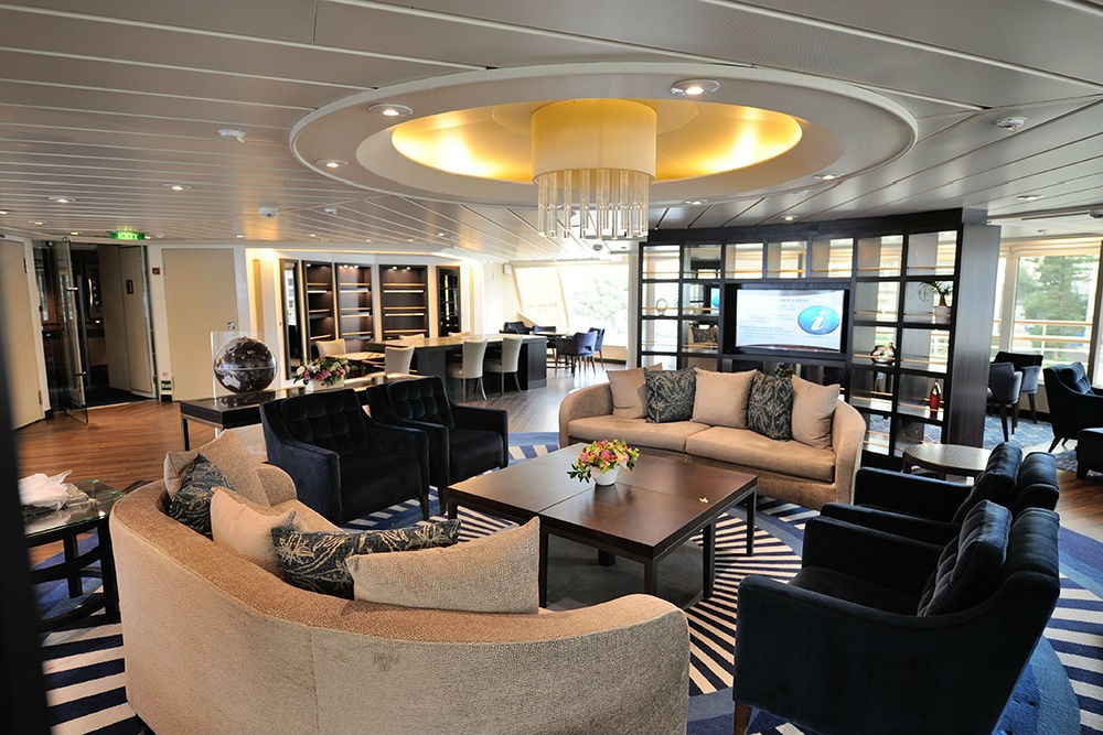 The Yacht Club observation lounge