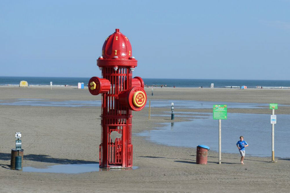 Public Art In Wildwood This 25 Foot Tall Fire Hydrant Sits On Dog