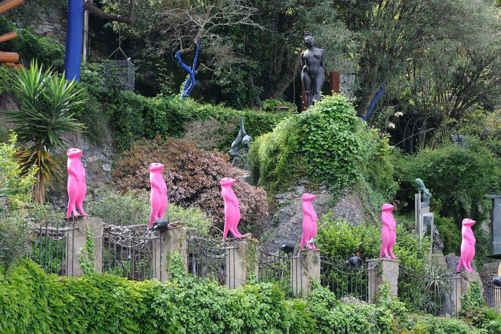 In Portofino's sculpture garden, the meerkats look like giant Peeps.