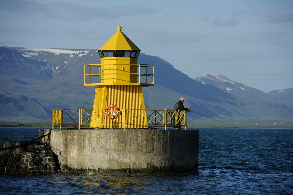 20 lighthouse entrance to Reykjavik Harbor D30_9938