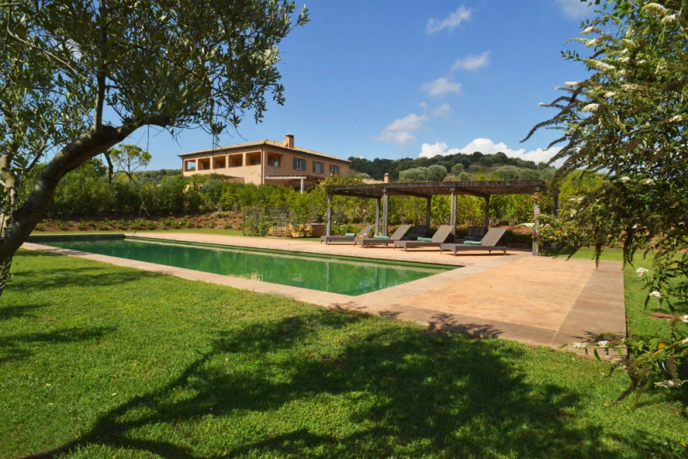 italian villa pool