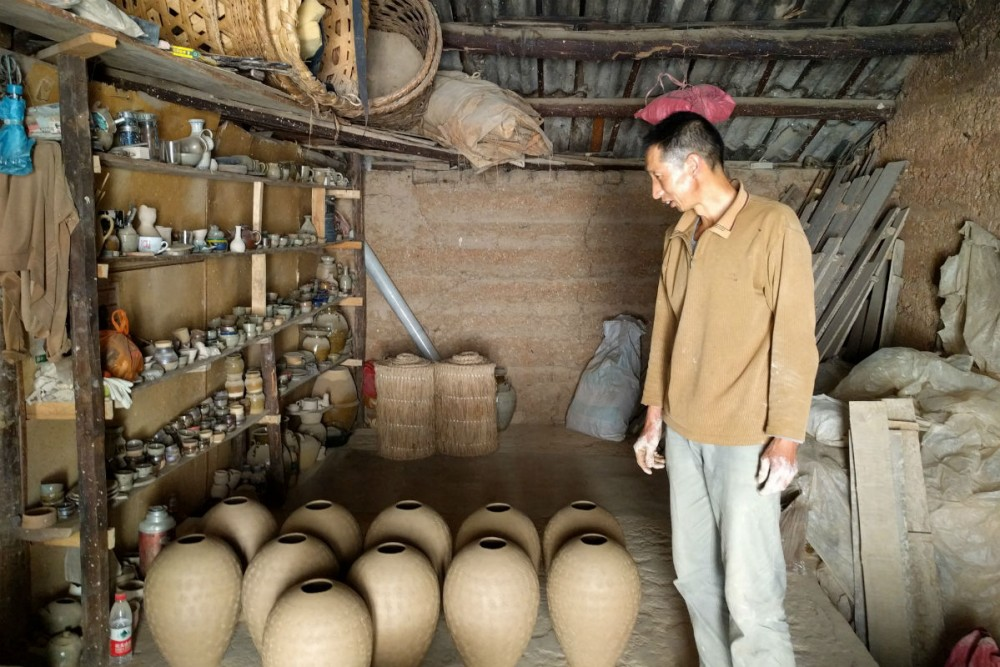 Mr. Yung is a third-generation potter living and working in Dali, Yunnan Province, China