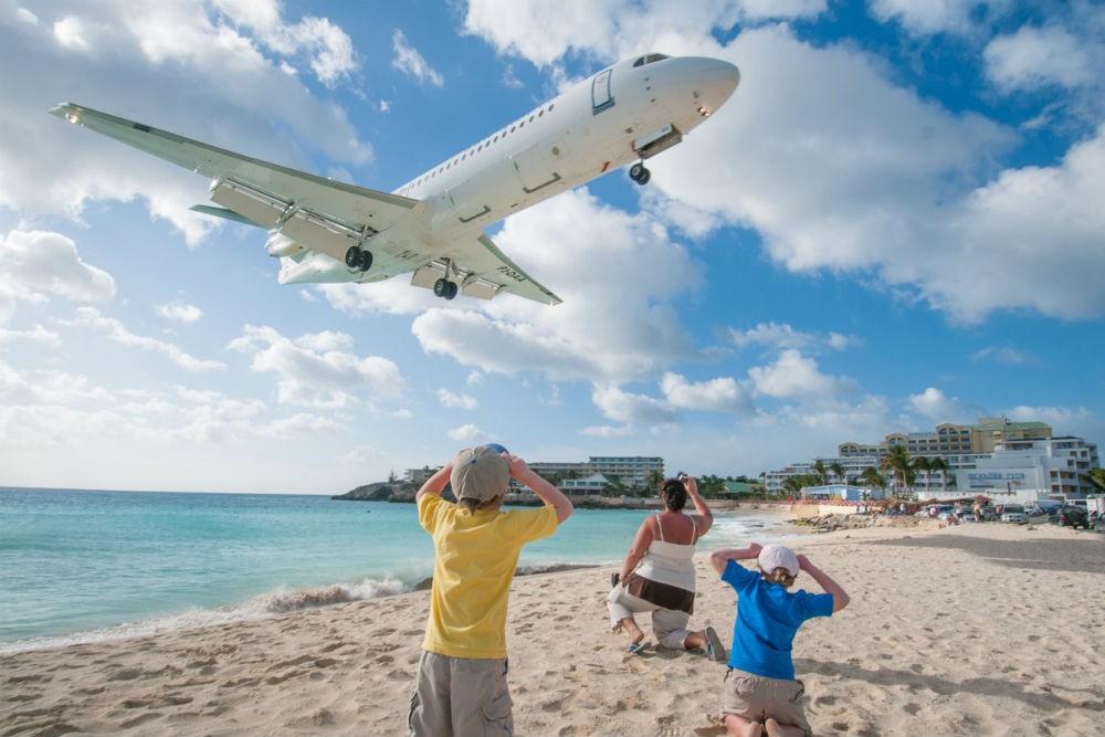 doug charlie sint maarten airplane landing
