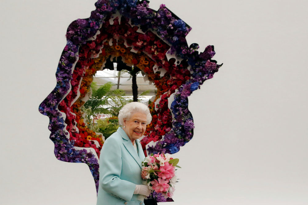 queen elizabeth at the chelsea flower show england