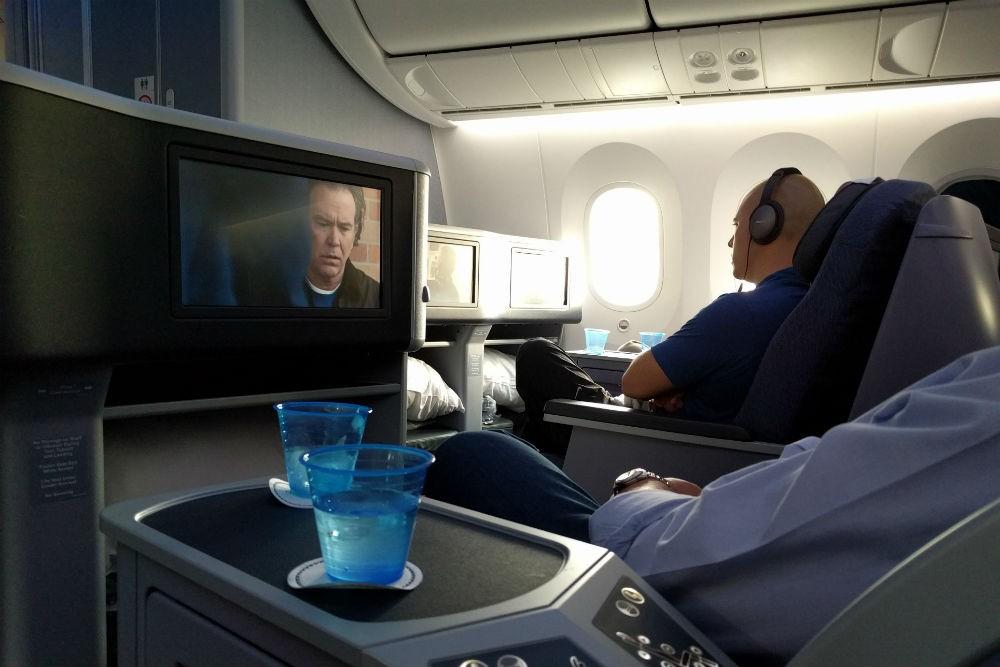 United 787 TV screens