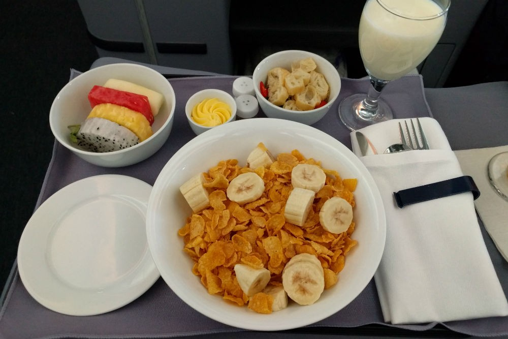 United 787 breakfast