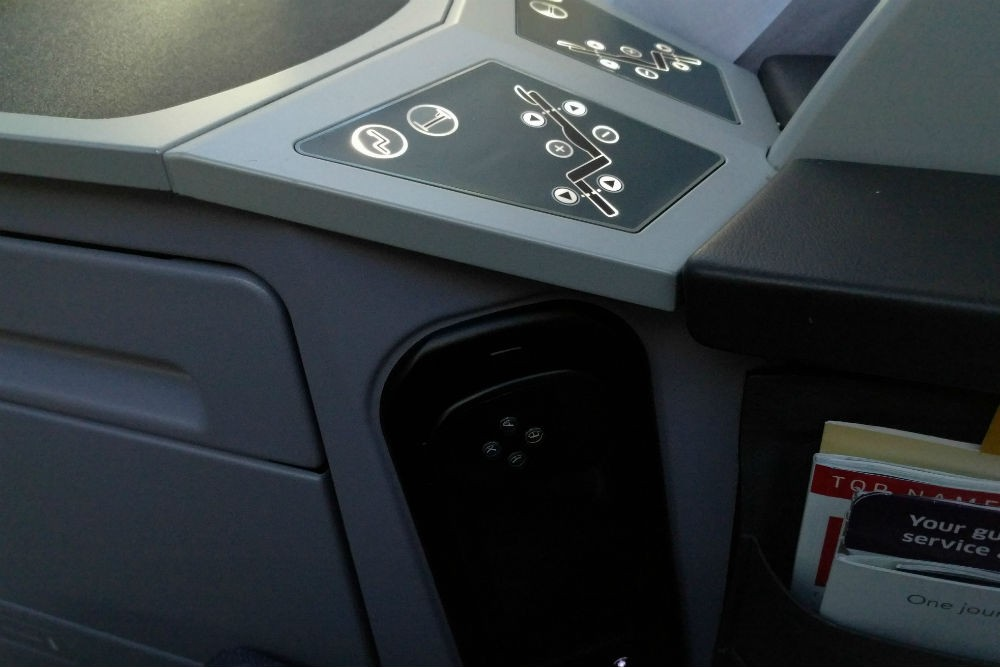United 787 business first seat controls