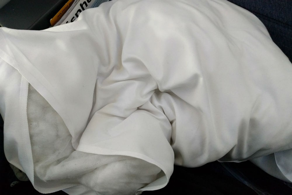 United 787 lumpy pillow
