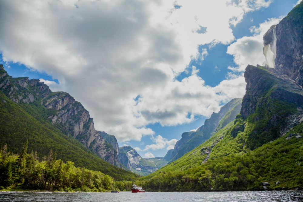Fjord Boat Tour on Western Brook Pond, Gros Morne National Park Western, Canada. Photo: Newfoundland and Labrador Tourism