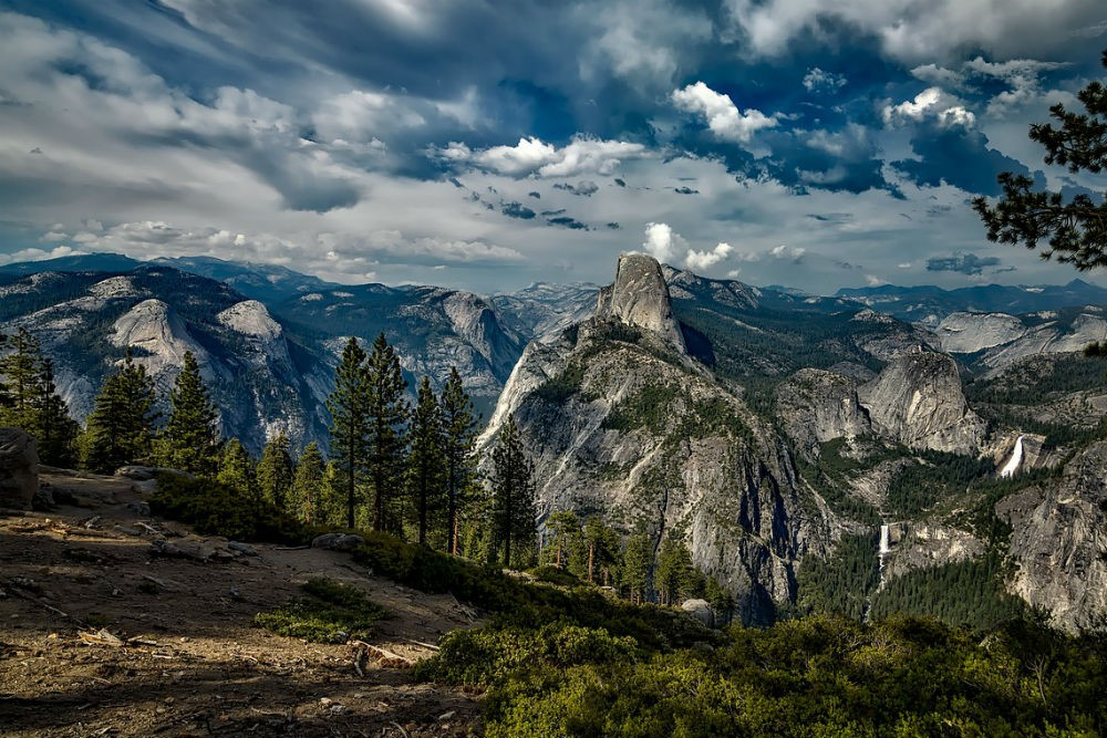 mountain view in Yosemite National Park, california