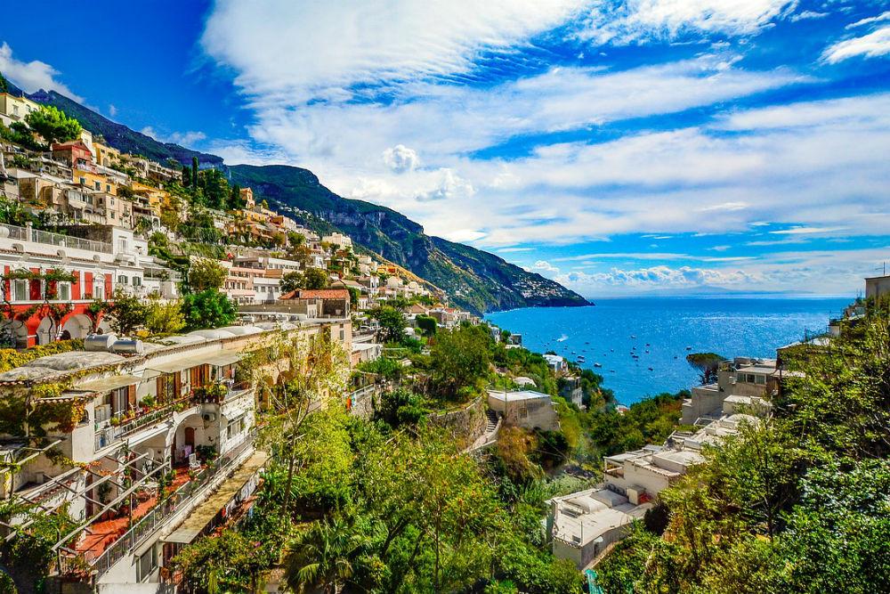 amalfi coast hill town Italy