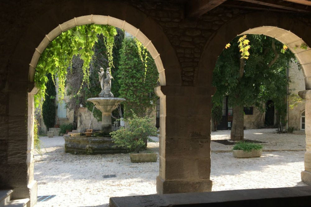 Saignon fountain Provence