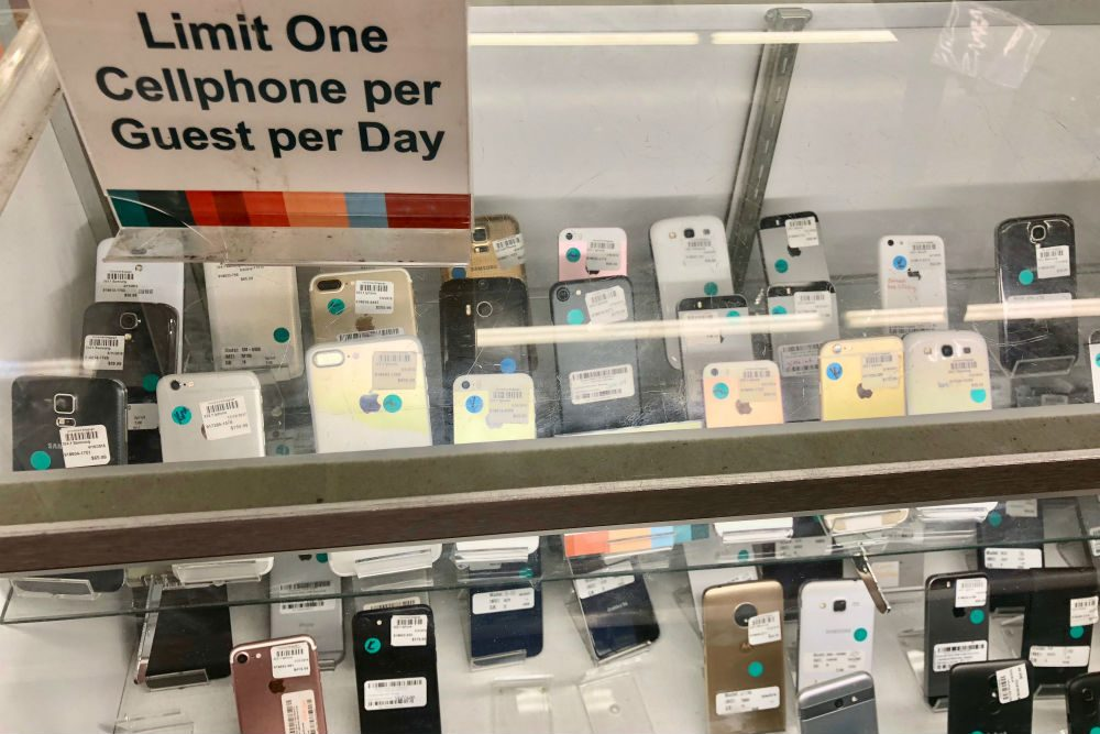 Unclaimed Baggage Center cell phones