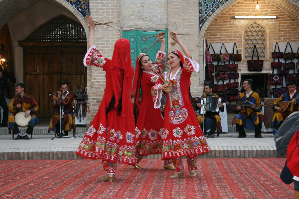 Bukhara folk performance in Divan Begi, Uzbekistan