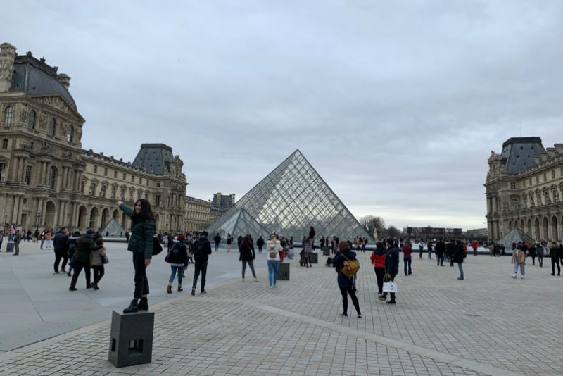 louvre museum pyramid and plaza