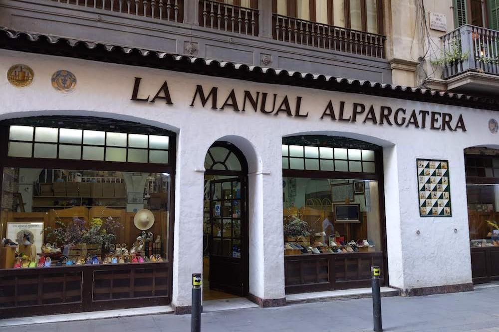 exterior shop view of La Manual Alpargatera, oldest espadrilles shop in Barcelona